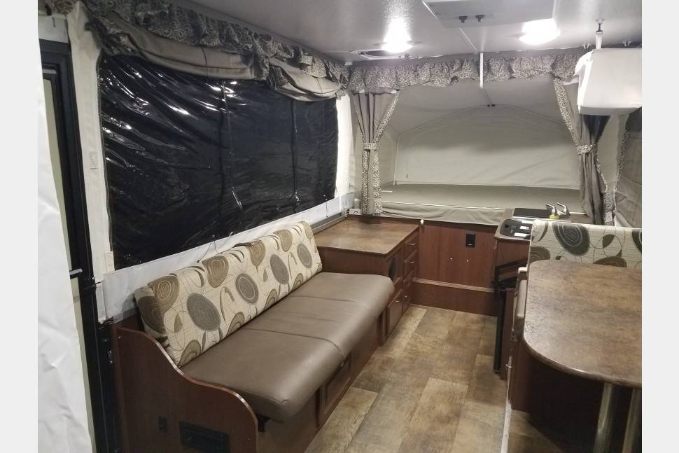 2015 Rockwood Premier 2716G - Great little family camper