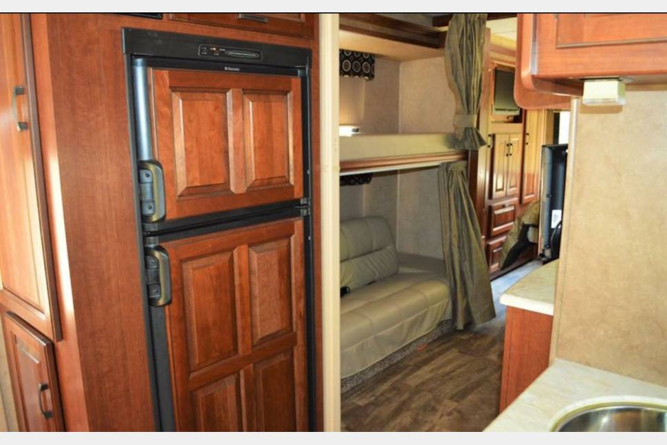 2017 DOG FRIENDLY BUNKHOUSE Sunseeker 3170 SLEEPS 10! - DOG FRIENDLY BUNKHOUSE BEAUTY! SLEEPS 10! Call Scott 443-462-6178
