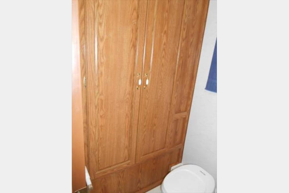 1999 Big Bathroom & California King Bed ~ Northwoods Nash - 24 Northwoods Nash Travel Trailer
