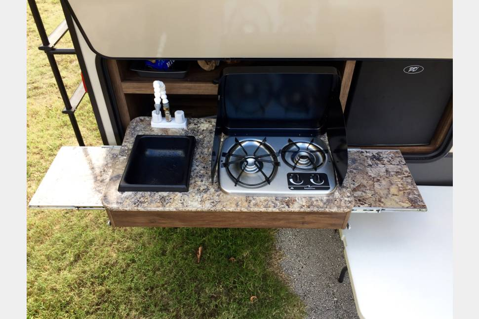 2016 Cougar 28rbd - Cougar 28rbd delivery and set up available and Free to area campgrounds.