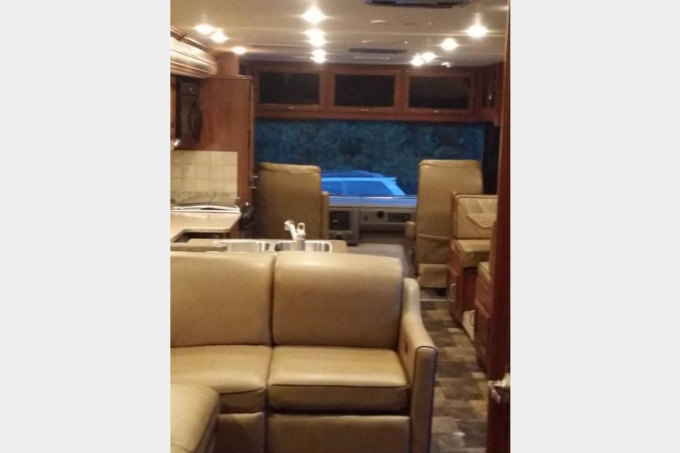 2014 Fleetwood Bounder - Luxury on Wheels! - Live it up with all of the luxuries of home in our