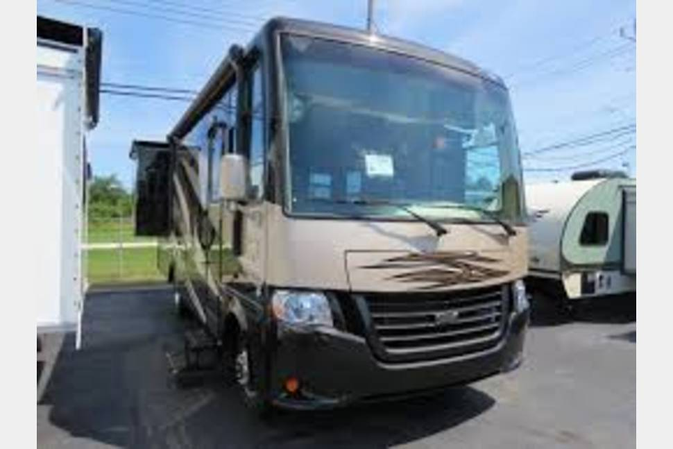 2017 Newmar Baysport - Clean and Comfortable!