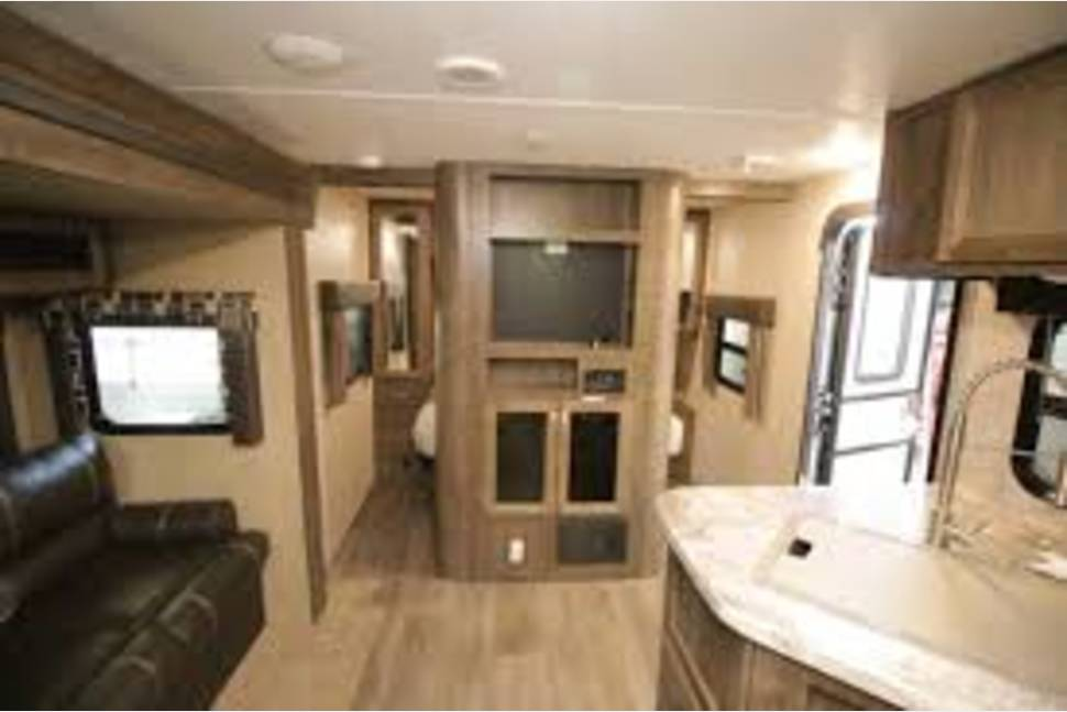 2017 COLEMAN 3015BH - Ultimate get away for the family. The bunk house is perfect for the kids, rain or shine. We have a t.v. in the front befdroom, bunk house and living area