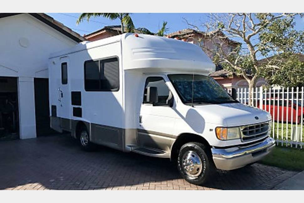 2002 FORD  BT  CRUISER 22FT - MOTOR HOME CLASS C 22 FT TOTALLY REMODEL AND EASY & FUN TO DRIVE TRAVEL OR FUN