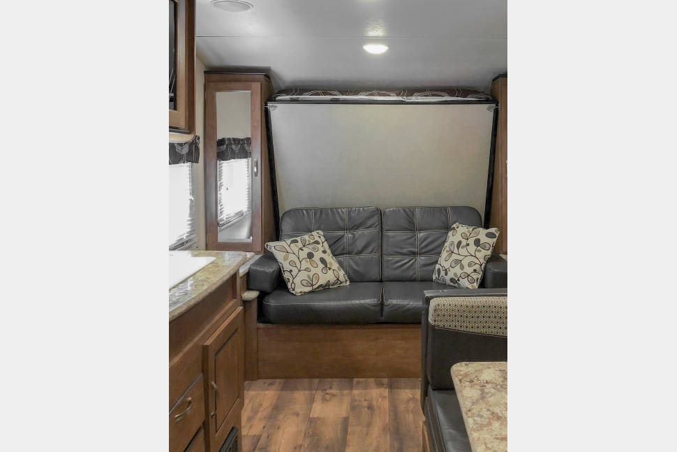 2017 FR Salem 201 BHXL (Ask About Our Specials) (Family Fun) - 2017 FR Salem Bunk unit. Great for family fun & couples.