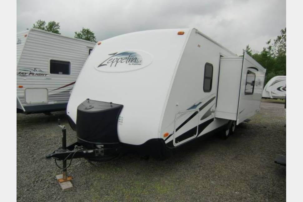 2005 Keystone Zeppelin - Get a taste of the good life in my RV!