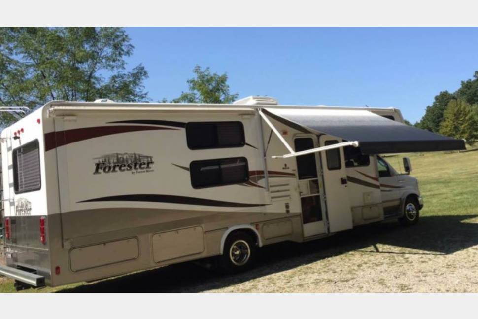 2012 Forester 3171 DS - WINTER RATE $185/NIGHT ! Text/call 443-462-6178 - BRING THE FUR BABIES! ELECTRIC AWNING! Sleeps 10! Two slideouts!