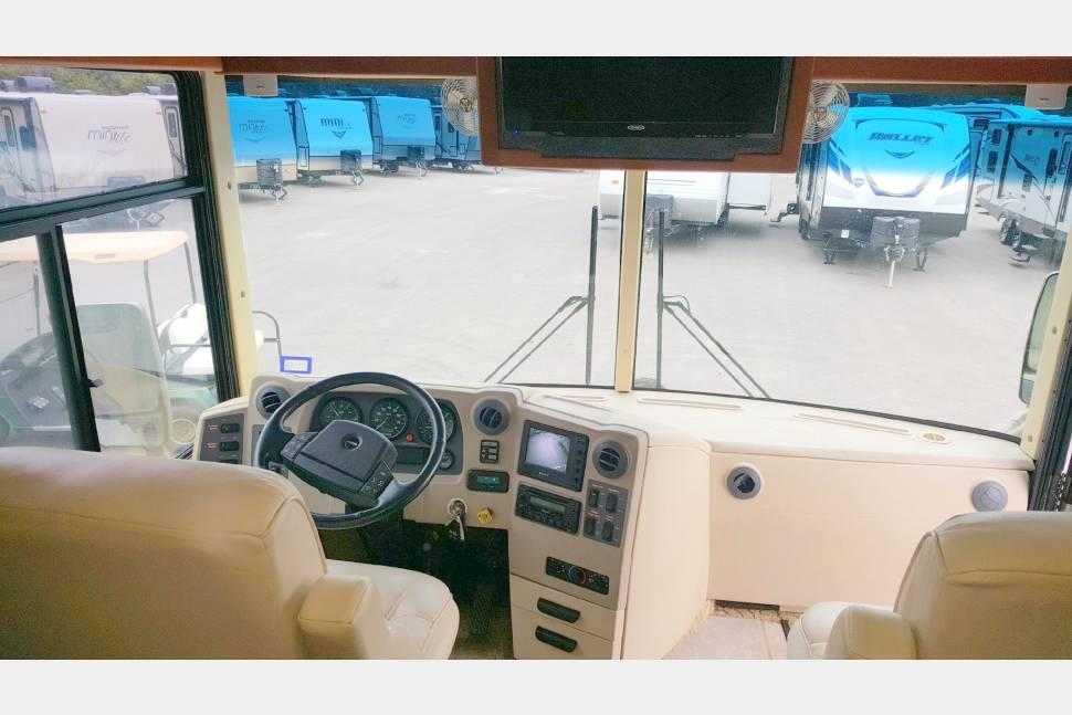2004 Itasca Horizon 40K - The Ultimate Road Trip Coach!