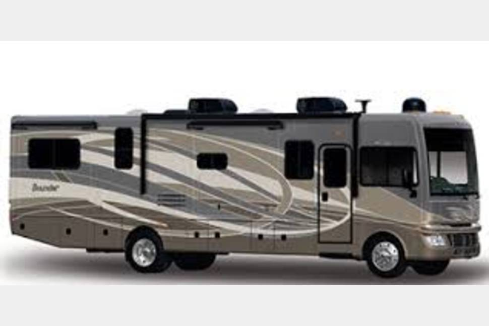 2015 Fleetwood. Bounder - Clean and Comfortable!