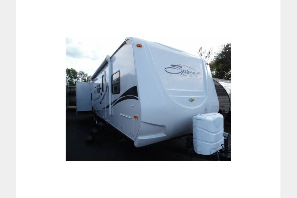 2010 KZ Spree 318BHS - Great tow behind camper, perfect for a weekend get away