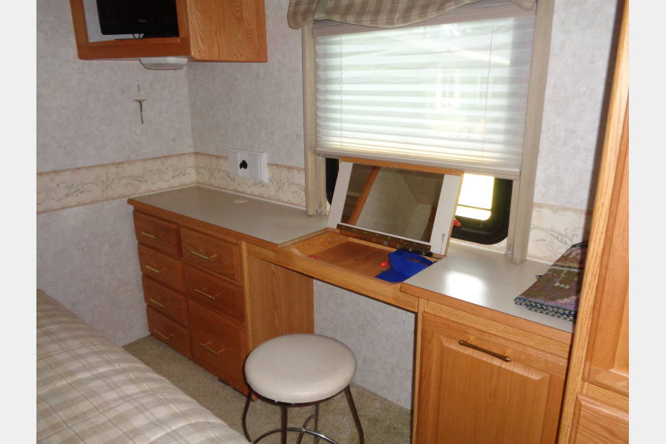 2004 Winnebago Adventure - Everything You will Need for an Amazing Getaway Weekend!