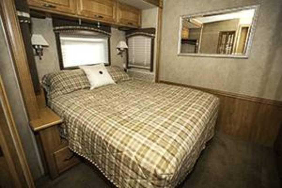 2006 Itasca Suncruiser - Sleep in Luxury! 35' Itasca Suncruiser with Incredible Options