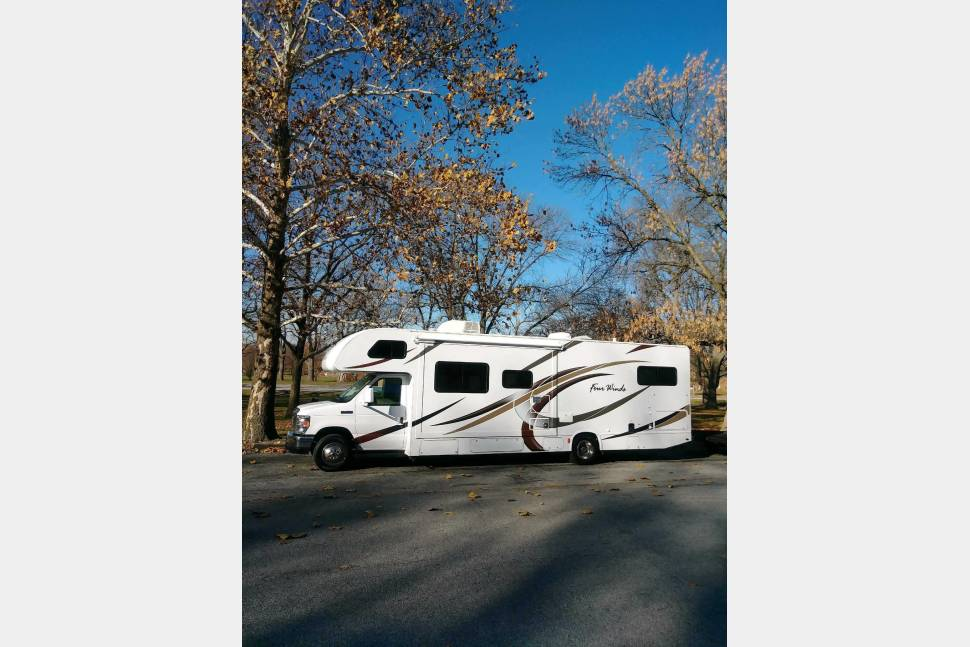 2018 Thor Four Winds 30D - 2018 - SLEEPS 10, 2 SLIDES, FULLY LOADED