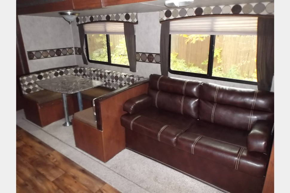 2015 Keystone Passport - 2015 Keystone Passport travel trailer sleeps 6 with all the comforts of home, fun for the whole family.