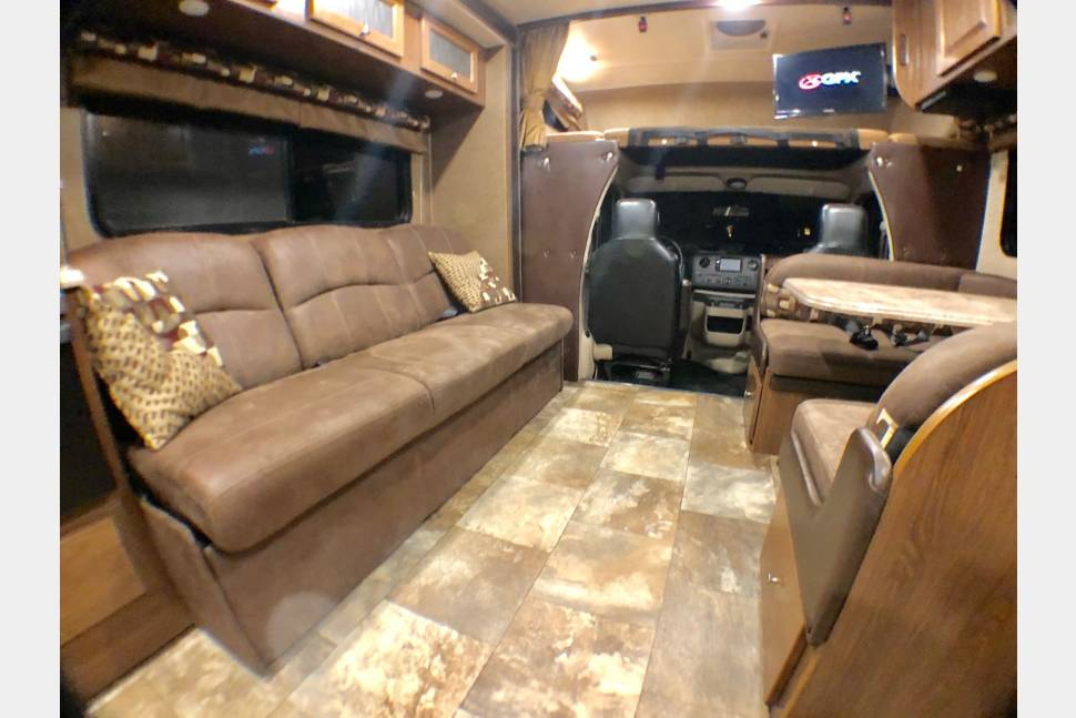 2017 *NEW* Ez-2-Drive Luxury RV W/SOLAR! Leprechaun 32 Double Slide, Private Bedroom, Sleep10 - 32' *NEW* Ez-2-Drive LUXURY RV w/SOLAR(Hookups Not Needed)-Double Slide, Sleep 10, Private Bedroom, Coachmen Bunkhouse