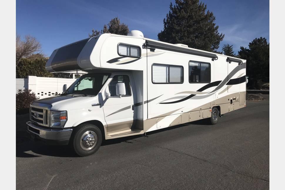 2013 Coachman/Leprechaun - RV Vacationing at its Best!