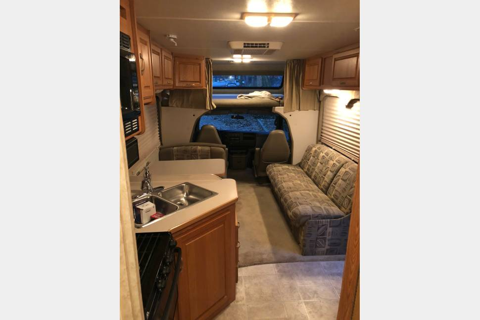 2004 Four Winds 5000 28A - VERY CLEAN 28' Luxury RV - SLEEPS 8