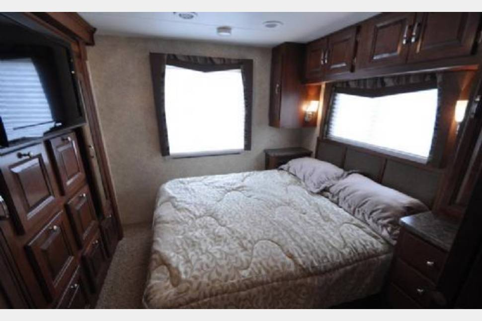 2014 DOG FRIENDLY! BUNKHOUSE Text/call 443-462-6178. - WINTER SPECIAL- $200 a night! FIVE TV's! AMAZON FIRE STICK! LUXURY BUNKHOUSE!