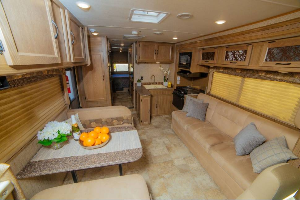 2018 Forest River Coachmen Freelander 31BH - Angie's 2018 Coachman - SLEEPS 10, FULLY STOCKED
