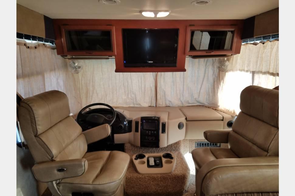 2012 Thor Motor Coach Hurricane 33G Bunkhouse -