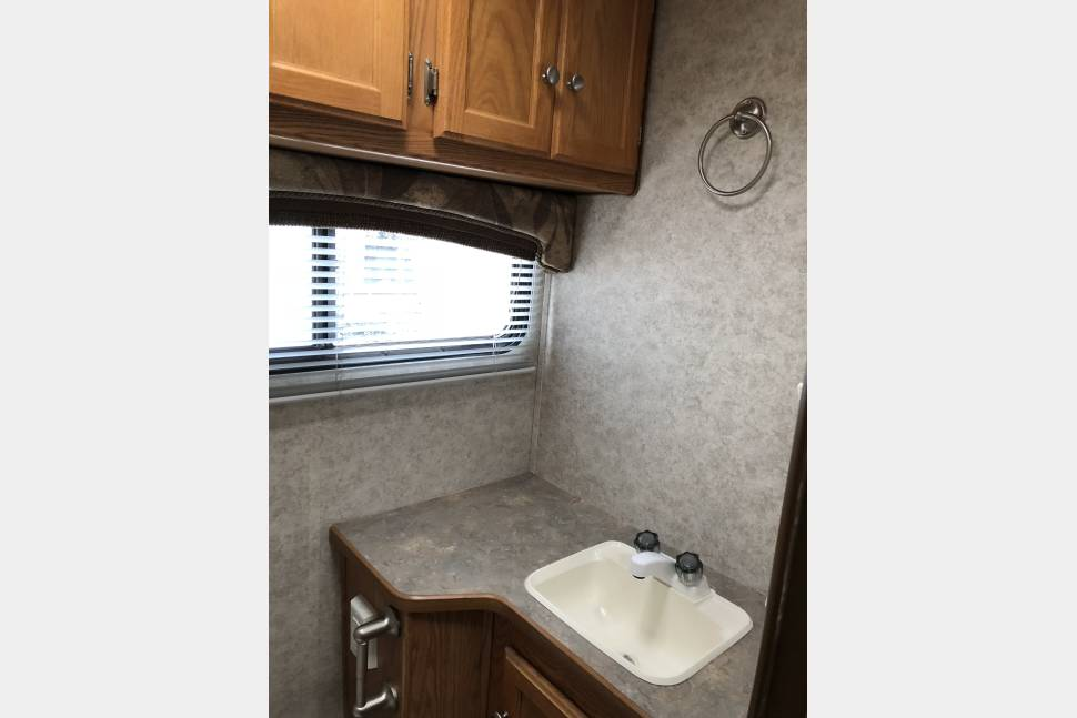 2005 Gulf Stream RV Ultra Limited Edition - I Respond Within Minutes! - Gulf Stream Ultra Family Vacation Home On Wheels!