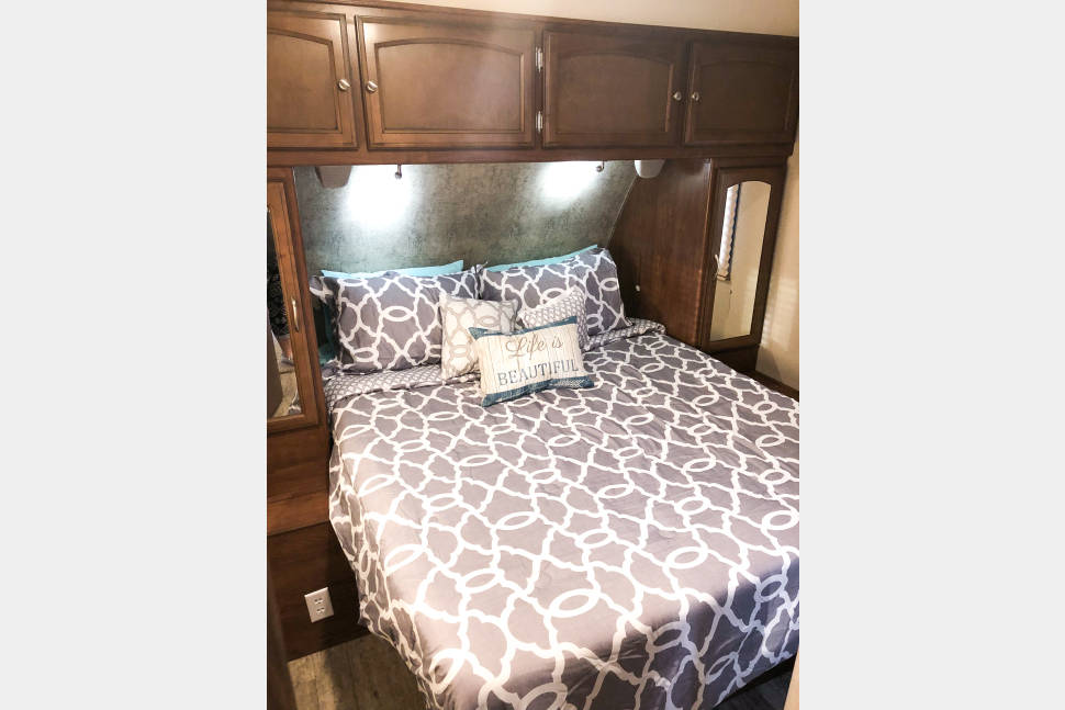2016 Coachmen Freedom Express Liberty Edition - The Clever Way