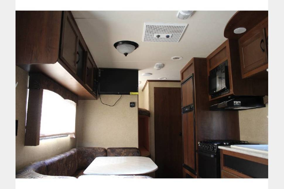 2014 Jayco Jay Flight Swift - 2014 Jayco Jay Flight ~ Sleeps 6, with Murphy bed for more room inside and bunk beds. Light tow!