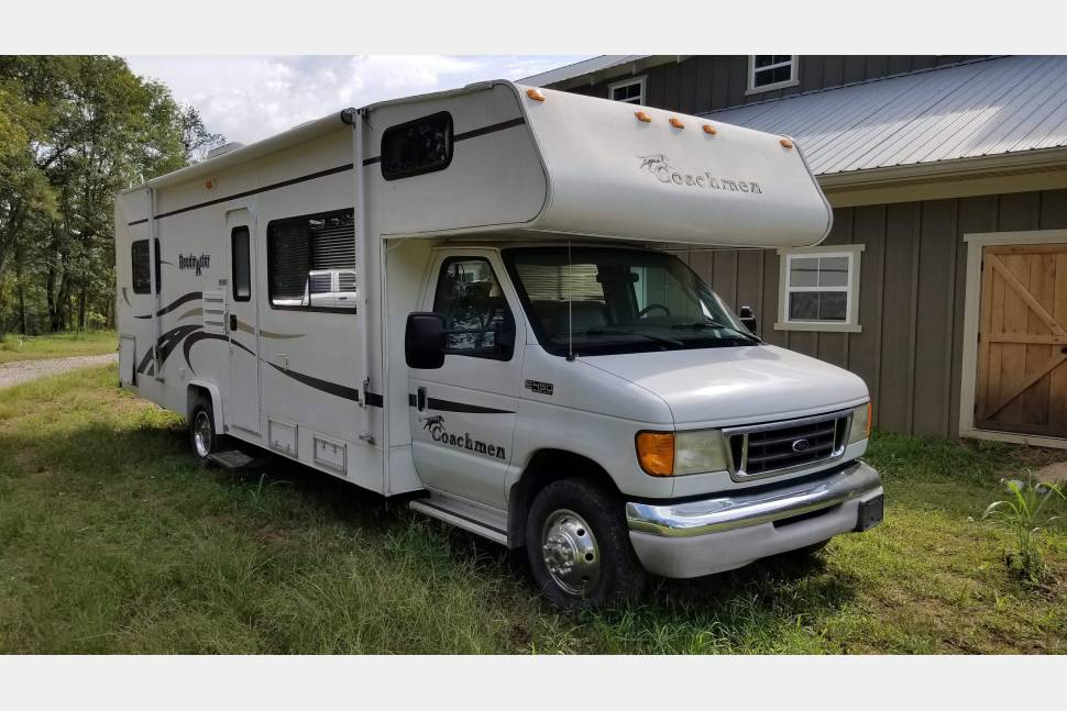 2004 Ford Coachman - Clark's coachman country road rider. Only have 43,500 miles ready to travel. Your house on wheels no need to drag your belonging in and out of hotels.