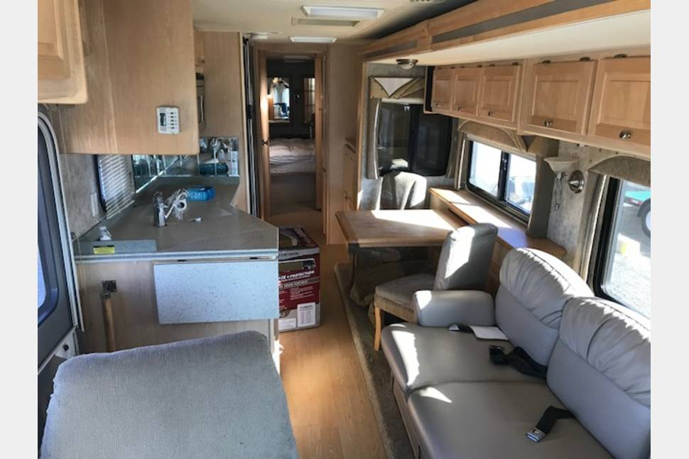 2006 Tiffin Allegra Bay - Beautiful RV with all the Amenities!