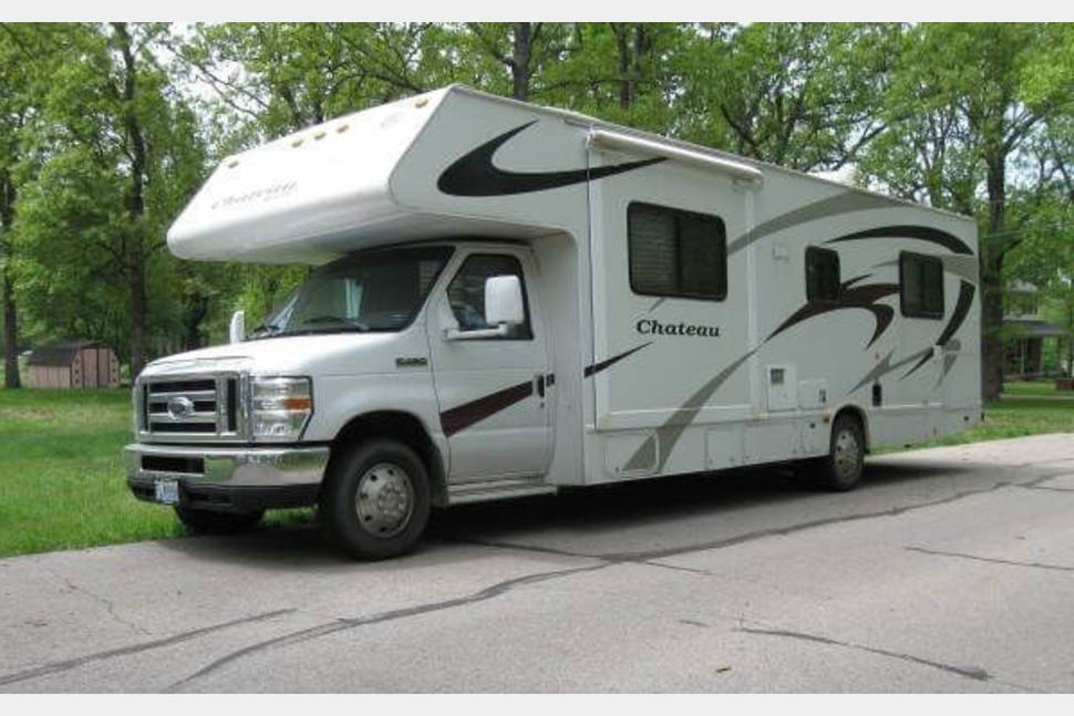 2008 Four Winds Chateau - Sleeps 6+, Travel like a King! Queen Size Bed, 2 - Slides Outs, Comfort, Coffee, Breakfast!!