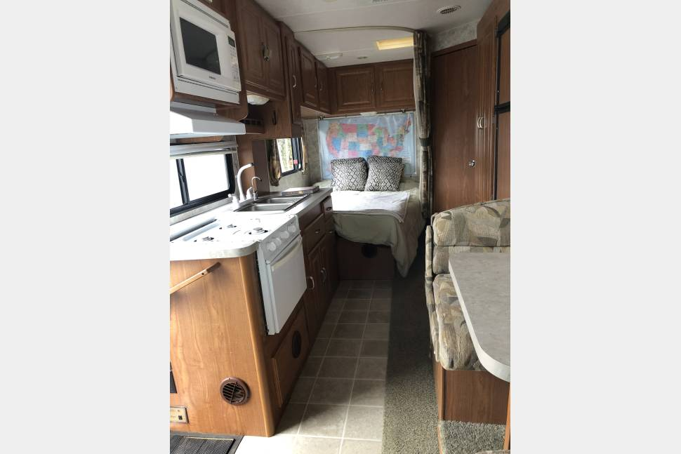 2004 Coachmen Freelander - 2004 Coachmen Freelander. Wonderful for family vacations! Plenty of room for everyone even on rainy days.