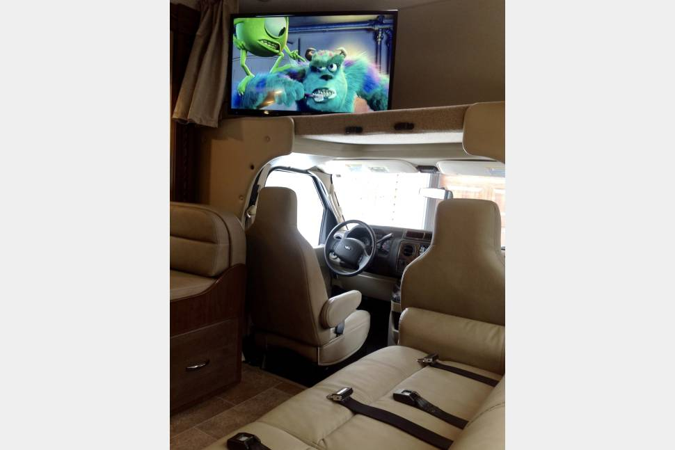 2018 Thor Chateau - 2018 Thor Chateau 32' with Superslide Out