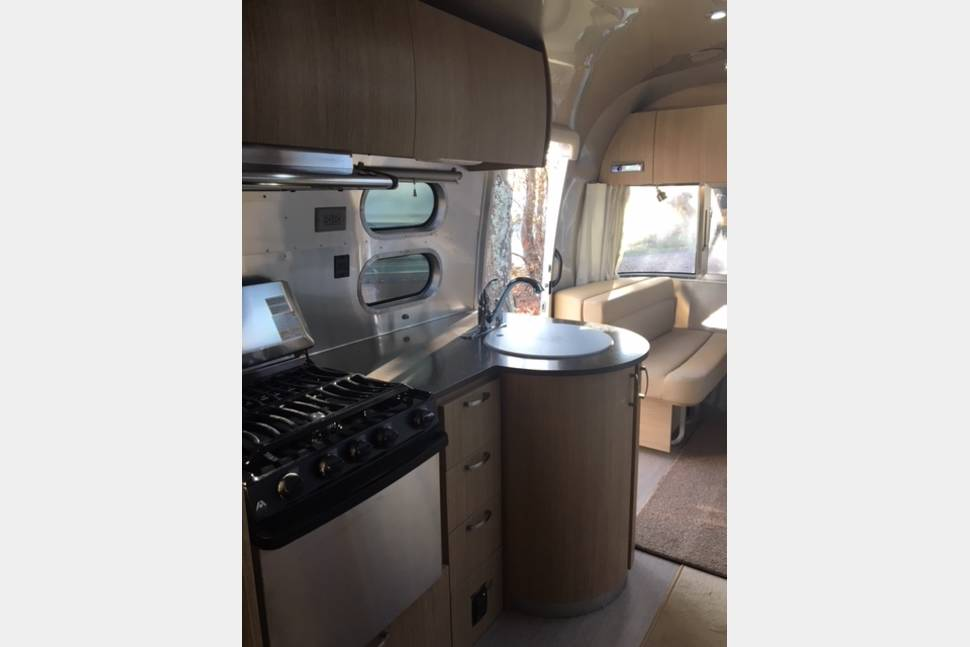 2018 Airstream Flying Cloud 25FB - Classy Camping at Its Finest! Meet