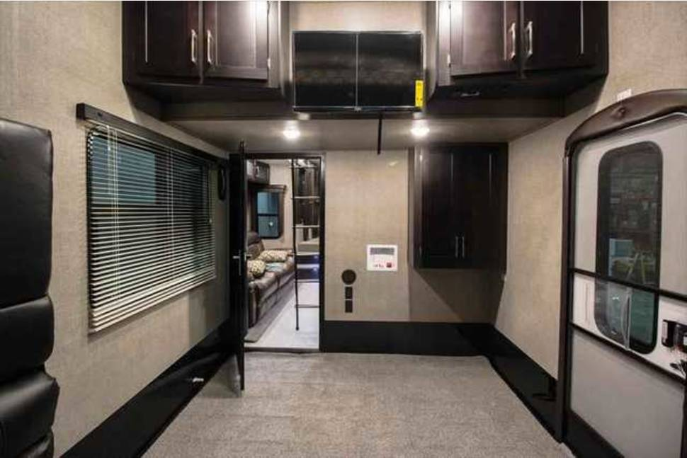 2016 Keystone Raptor * Delivery Only* - 2016 Keystone Raptor 352TS Toy Hauler *Delivery Only*