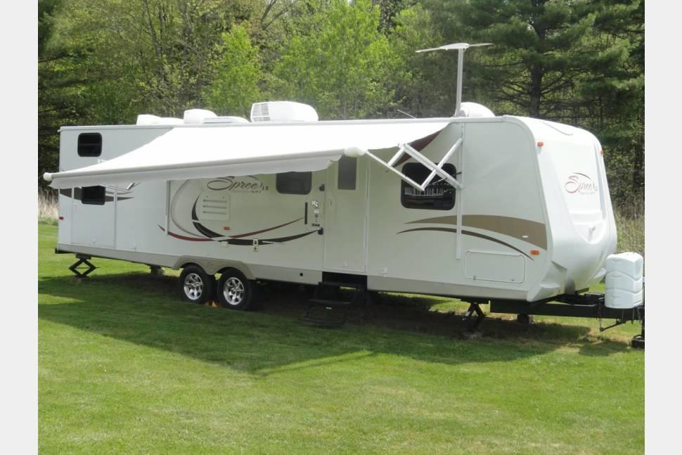 2011 KZ Spree / 324BHS LX - The Ultimate Family Camper