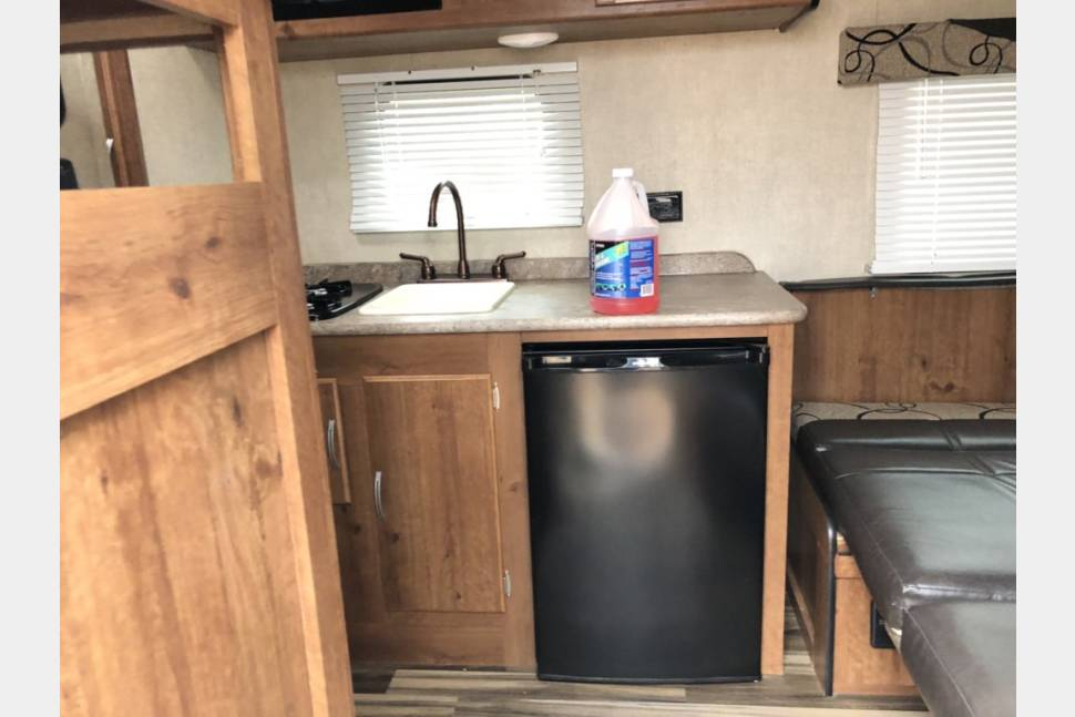 2017 Gulf Stream Ameri-Lite Super Lite - Travel with your family and pets! Half ton towable!