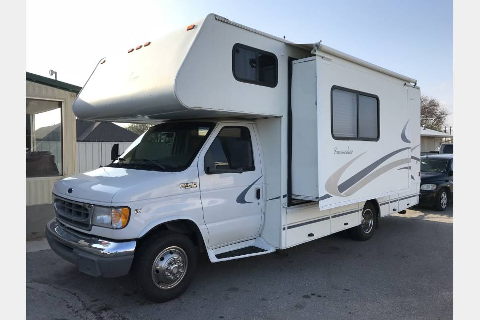 2000 Forestriver Sunseeker - Super Clean Little 23ft Class C Motorhome perfect for any family