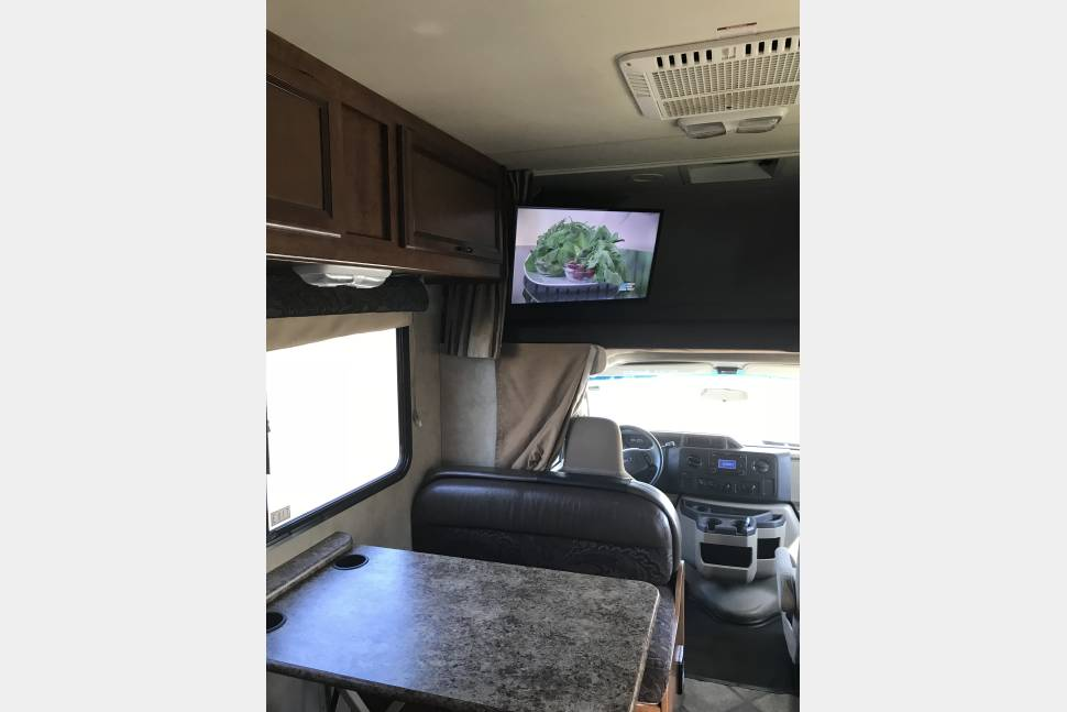 2014 Thor Fourwinds. INSURANCE PROVIDED. Sleeps 6-8.See Details Below - 2014 Fourwinds Thor