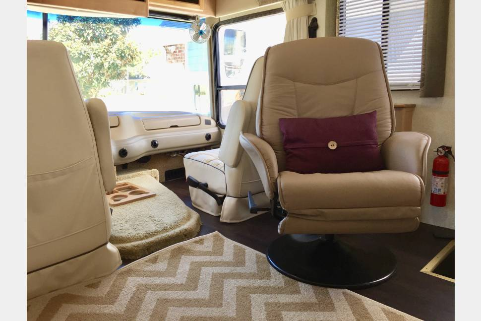2004 National Dolphin - Our awesome family RV!
