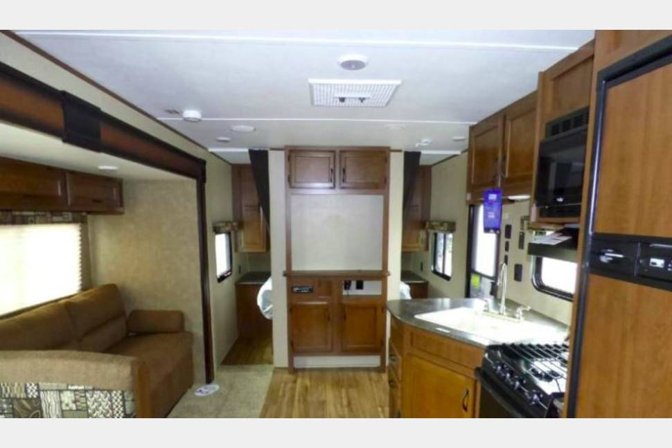 2016 Jayco Jay Flight SLX 267BHSW - Family Fun & Light Tow - 2016 30', Sleeps 8, 5,615 .lbs