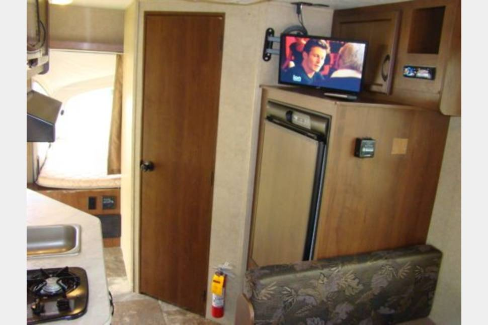 2015 Jayco 16XRB - Hybrid Travel Trailer Rental 2015 – 19′ Hybrid expandable Travel Trailer