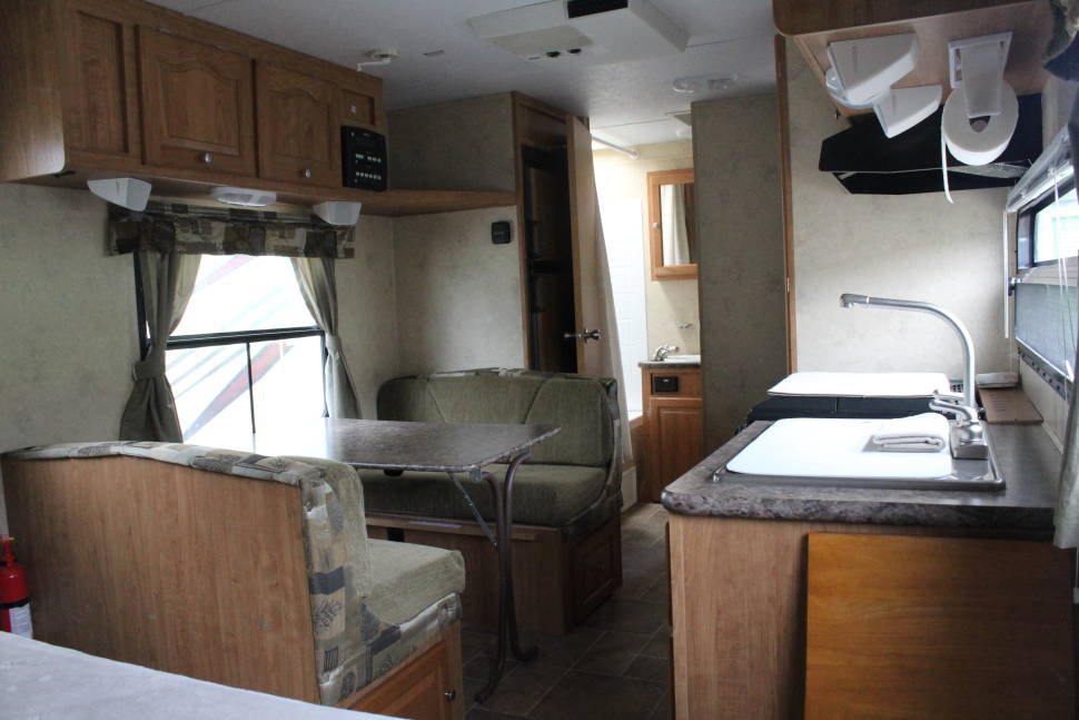 2010 Flagstaff Microlite 23LB - 23ft Bunkhouse Style Camper. Easy tow! Great for Families!