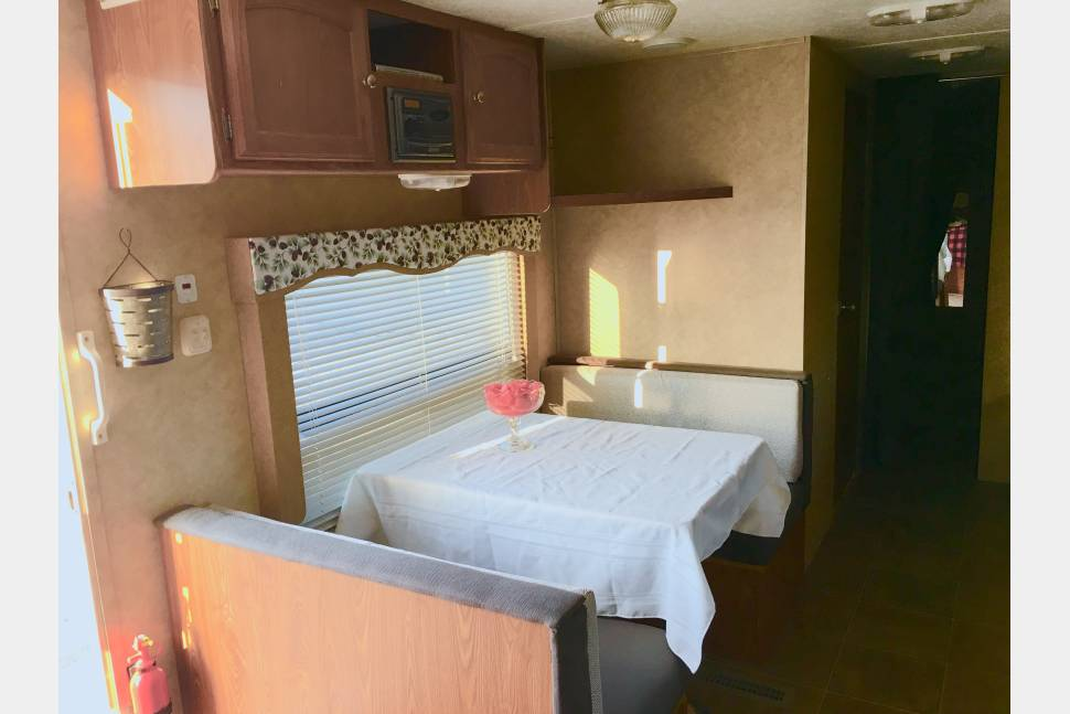 2009 Dutchman 29Q-GS - Feel right at Home in Mertle our 2009 turn key vacation travel trailer with rear bunk house with 2 of her 4 bunks oversized. With Queen bed with doors for privacy and more