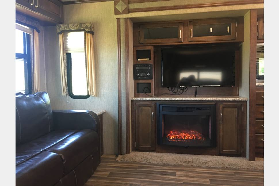2017 Keystone Outback Diamond Super-Lite - Independence Day/Week Special $100/day June 29-July 9th!!!!!!