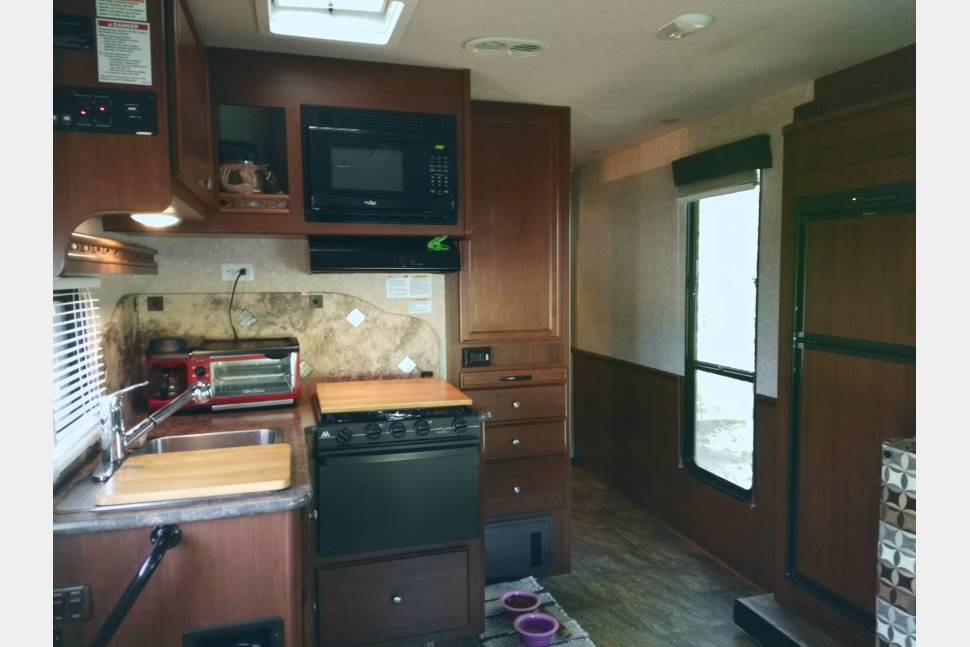 2014 Jamboree Searcher - 31 Ft, 2 Slide Outs, Class C motor home