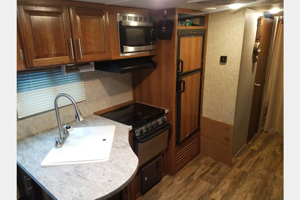 2017 Forest River Tracer Air - 2017 Tracer Air Travel Trailer, Pet Friendly!! Sleeps 8!!
