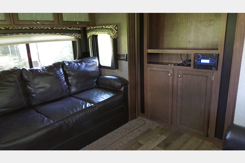 2017 Prowler 29RKS - Get a taste of the good life in my RV!