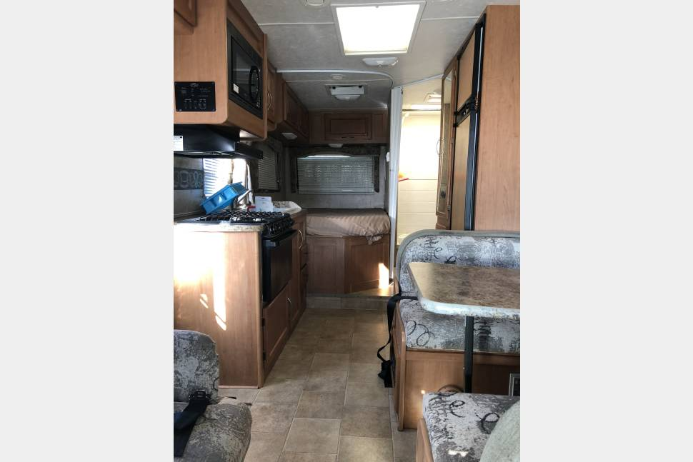 2012 99$! Fresh And Clean 23ft Class C. Book Instantly Now! Low Deposit! - Fresh and clean 23ft Class C. Book instantly now! Low deposit!
