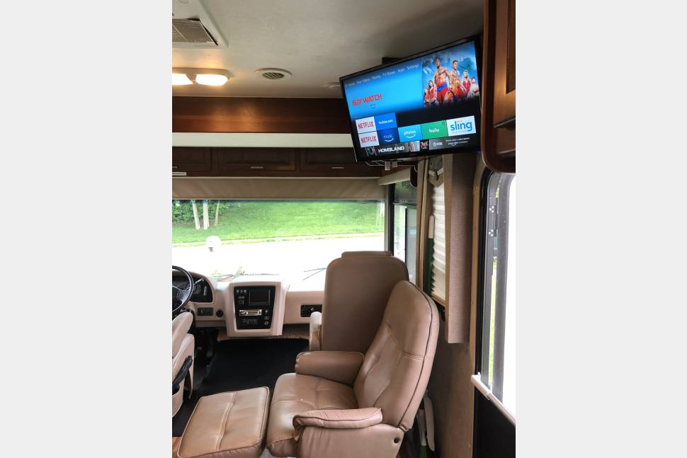 2014 BUNKHOUSE FOREST RIVER GEORGETOWN 351 DS - FIVE TV's! AMAZON FIRE STICK! LUXURY BUNKHOUSE!