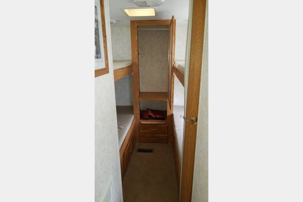 2004 Keystone Cougar 4 Bed Bunkhouse - 2004 Keystone Cougar. Family perfect !!, 4 bed bunkhouse